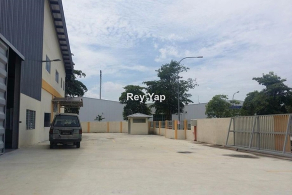 For Sale Factory at Seksyen BB11, Bukit Beruntung Leasehold Unfurnished 0R/0B 2.7m