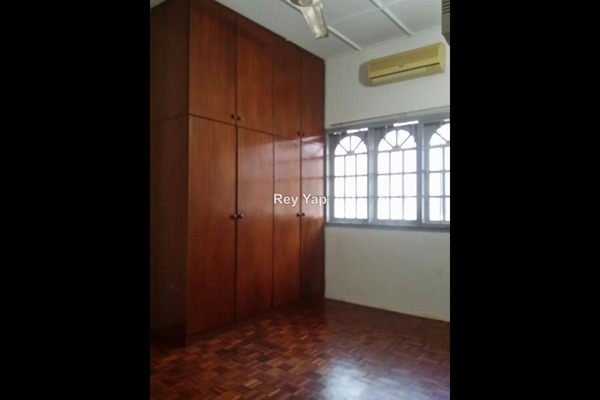 For Rent Semi-Detached at Section 19, Petaling Jaya Freehold Semi Furnished 5R/3B 3k