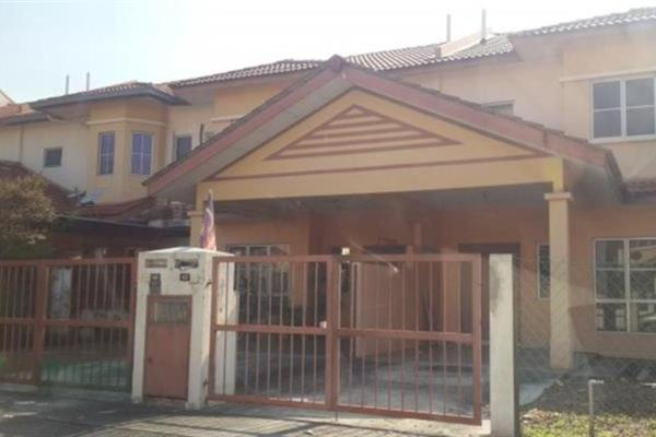 For Rent Terrace at Taman Amanputra, Puchong Leasehold Semi Furnished 4R/3B 1.3k