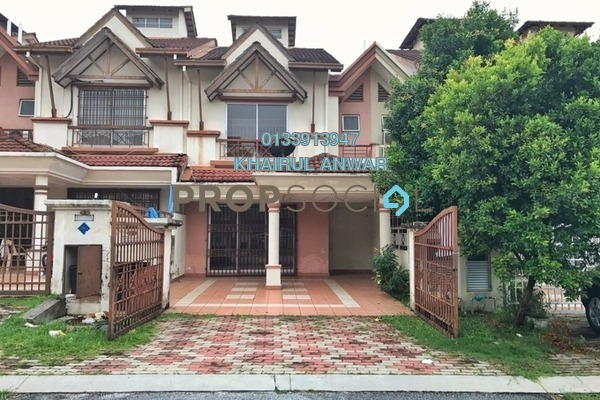 For Sale Terrace at Bukit Subang, Shah Alam Freehold Semi Furnished 4R/3B 530k