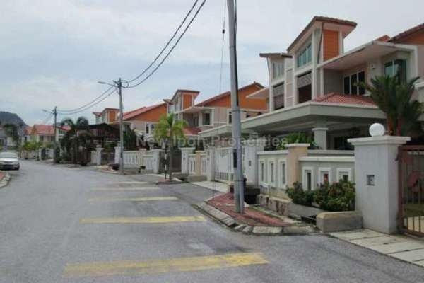 For Sale Semi-Detached at Bandar Seri Botani, Ipoh Leasehold Semi Furnished 3R/3B 515k