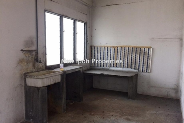 For Sale Shop at Taman Hoover, Ipoh Leasehold Unfurnished 0R/2B 155k
