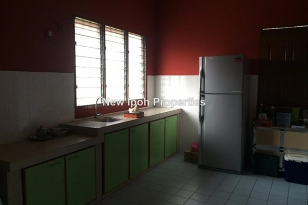 For Sale Terrace at Taman Syabas, Ipoh Leasehold Unfurnished 3R/4B 430k
