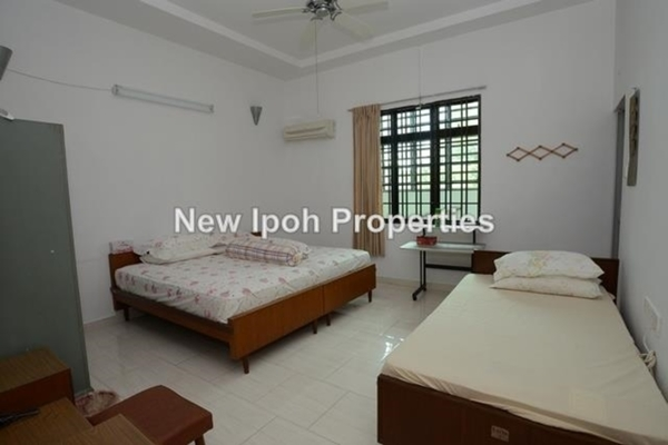 For Sale Terrace at Taman Canning, Ipoh Leasehold Semi Furnished 4R/5B 820k