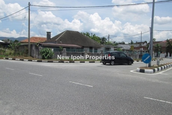 For Sale Bungalow at Perumahan Jalan Kampar, Ipoh Leasehold Fully Furnished 4R/2B 388k