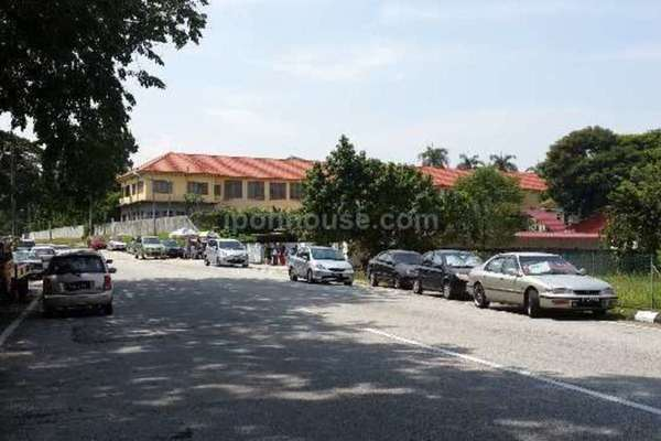 For Sale Bungalow at Taman Merdeka, Ipoh Leasehold Semi Furnished 6R/4B 1.15m