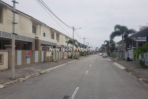 For Sale Semi-Detached at 1st Residence @ Taman Tawas Jaya, Ipoh Leasehold Semi Furnished 4R/4B 610k