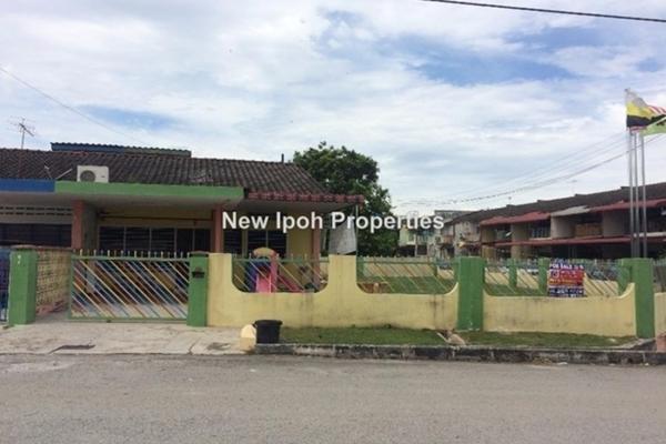 For Sale Semi-Detached at Taman Yoke Kim, Batu Gajah Leasehold Unfurnished 3R/2B 363k
