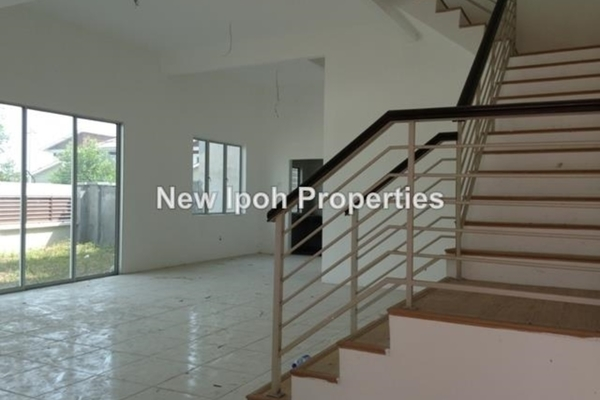 For Sale Semi-Detached at Clearwater Bay Resort, Ipoh Leasehold Semi Furnished 3R/3B 425k