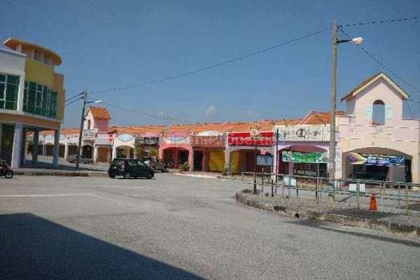 For Sale Shop at Station 18, Ipoh Leasehold Unfurnished 0R/2B 248k