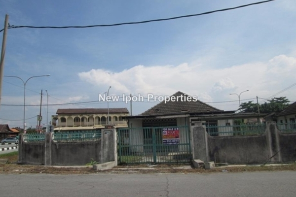 For Sale Bungalow at Perumahan Jalan Kampar, Ipoh Leasehold Unfurnished 4R/2B 388k