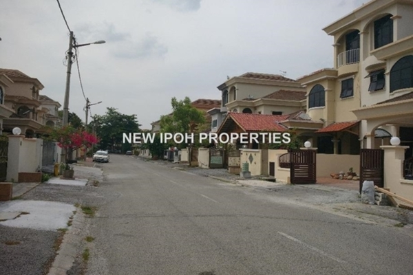 For Rent Semi-Detached at Taman Ipoh Perdana, Ipoh Leasehold Unfurnished 5R/5B 2.5k