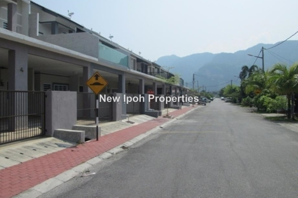 For Rent Terrace at Desa Sri Ampang, Ipoh Leasehold Semi Furnished 8R/8B 2.1k