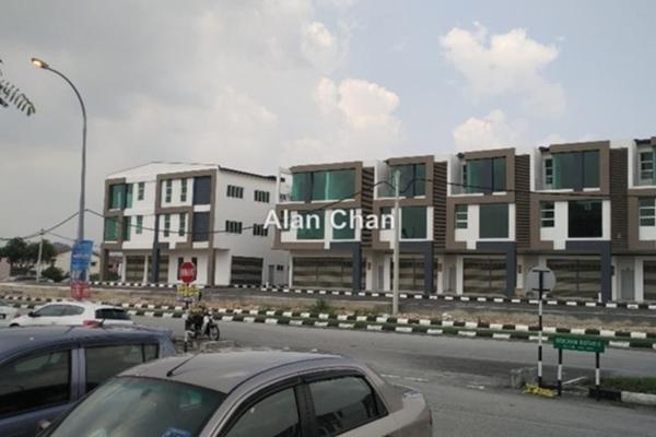 For Rent Shop at Medan Bercham Bistari, Ipoh  Unfurnished 0R/0B 2.4k