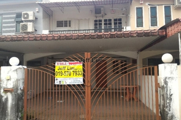 For Sale Terrace at Taman Bandaraya, Ipoh  Unfurnished 4R/3B 420k