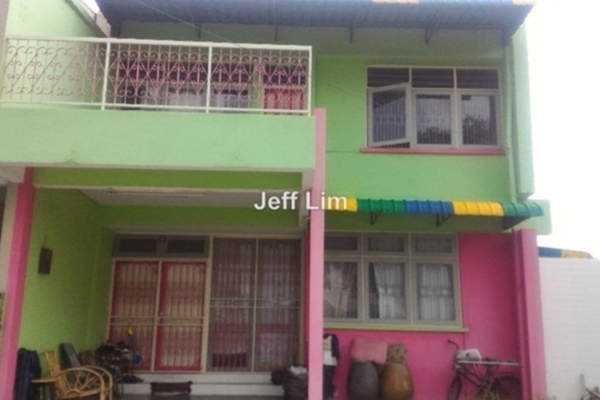 For Sale Semi-Detached at Taman Mayfair, Ipoh  Semi Furnished 4R/3B 570k