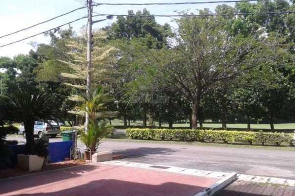 For Rent Townhouse at Meru Valley Golf and Country Club, Ipoh Freehold Semi Furnished 4R/3B 1.4k