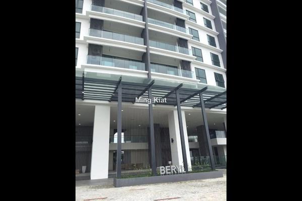 For Sale Condominium at Cristal Residence, Cyberjaya Freehold Semi Furnished 3R/2B 670k