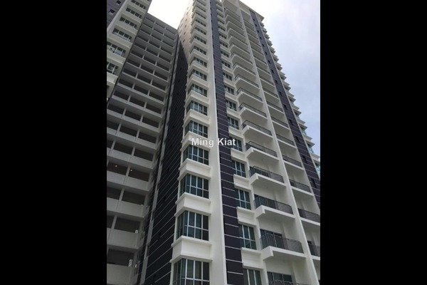 For Sale Condominium at DeSkye Residence, Jalan Ipoh Freehold Unfurnished 3R/2B 660k