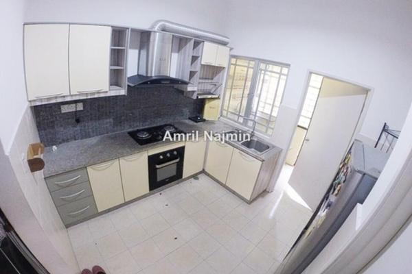 For Sale Terrace at Seri Pristana, Sungai Buloh Leasehold Semi Furnished 4R/3B 450k