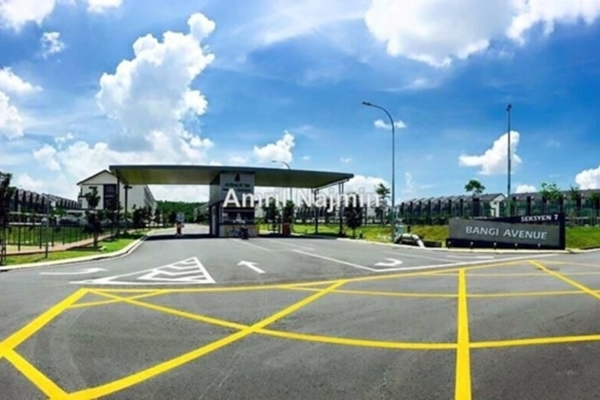 For Sale Terrace at Bangi Avenue, Kajang Freehold Semi Furnished 7R/7B 650k