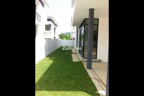 For Sale Semi-Detached at Harmoni Park, Dengkil Freehold Semi Furnished 4R/4B 950k