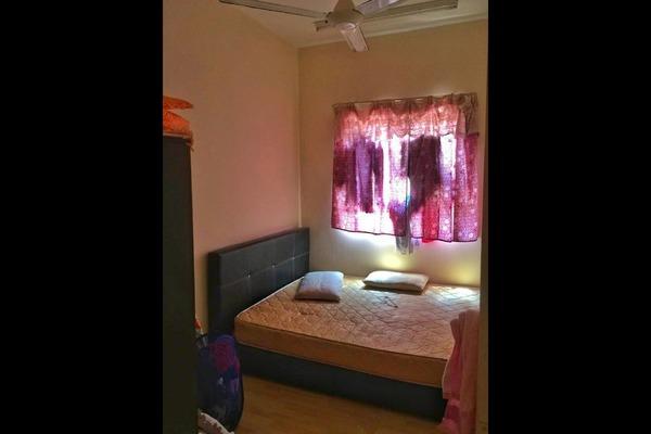 For Sale Condominium at Putra Suria Residence, Bandar Sri Permaisuri Leasehold Unfurnished 3R/2B 325k
