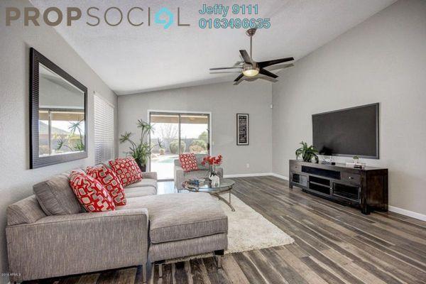 Contemporary living room with laminate flooring ti zeos9lgbotu3mxh xkh1 small