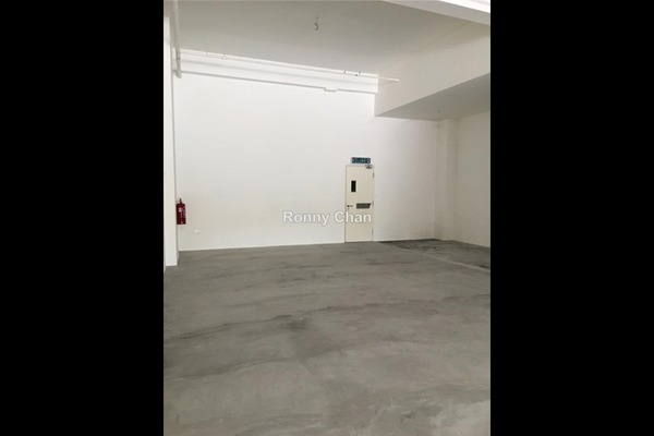 For Rent Shop at Zeva, Bandar Putra Permai Freehold Unfurnished 0R/1B 2.8k