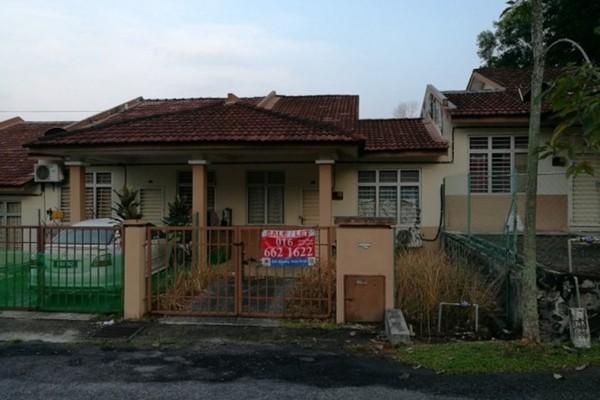 For Sale Terrace at Taman Lestari Permai, Bandar Putra Permai Freehold Semi Furnished 4R/2B 380k