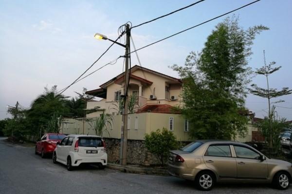 For Sale Terrace at Taman Lestari Perdana, Bandar Putra Permai Freehold Semi Furnished 5R/3B 850k