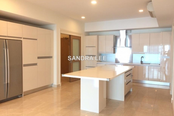 For Rent Condominium at 10 Mont Kiara, Mont Kiara Freehold Semi Furnished 4R/5B 14k