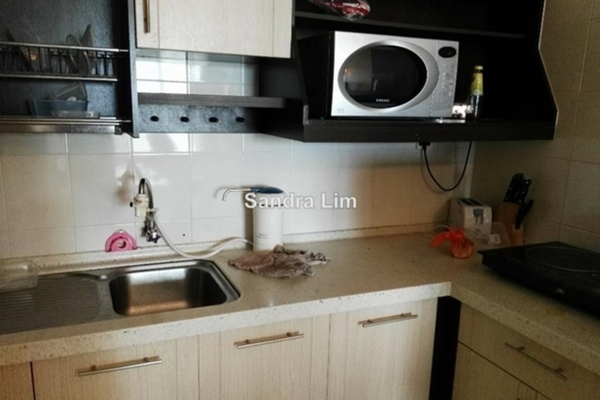 For Sale Serviced Residence at e-Tiara, Subang Jaya Leasehold Unfurnished 2R/2B 480k