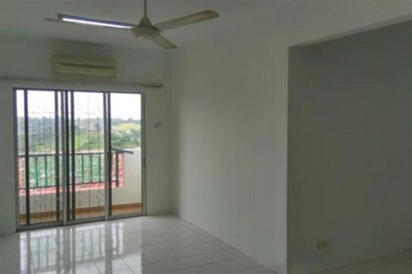 For Rent Apartment at Vista Pinggiran, Bandar Putra Permai Freehold Semi Furnished 3R/2B 1k