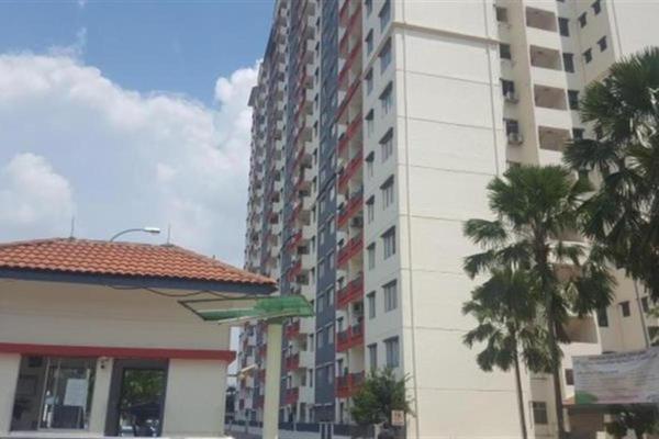 For Sale Apartment at Vista Pinggiran, Bandar Putra Permai Freehold Semi Furnished 3R/2B 285k