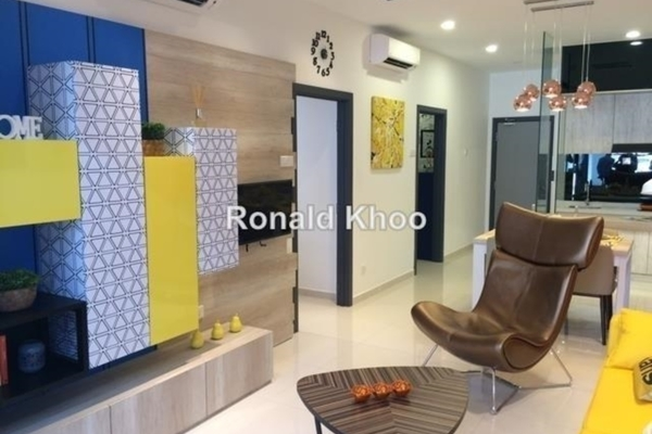 For Sale Condominium at The Edge Residen, Subang Jaya Leasehold Semi Furnished 2R/2B 406k