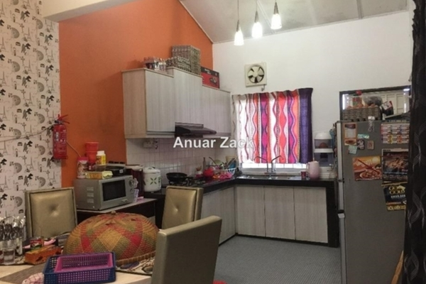 For Sale Terrace at Taman Bukit Mewah, Kajang Freehold Semi Furnished 3R/1B 355k