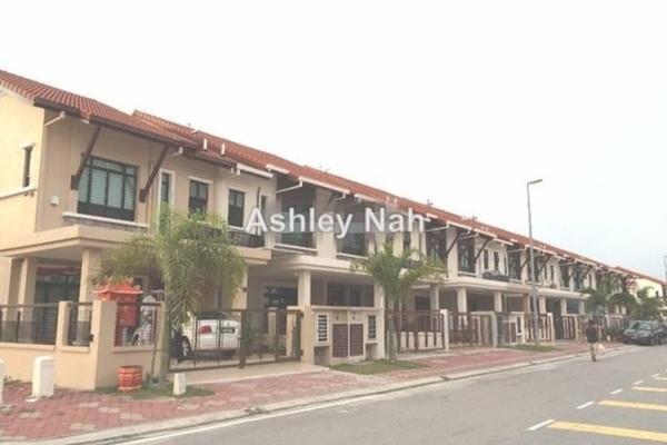 For Sale Terrace at Bayuemas, Klang Freehold Semi Furnished 4R/3B 595k