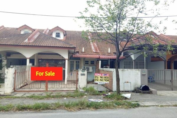 For Sale Terrace at Taman Impiana Adril, Menglembu Leasehold Semi Furnished 4R/2B 193k