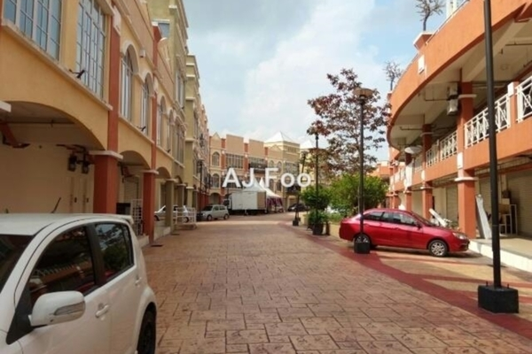 For Sale Shop at Plaza Jelutong, Bukit Jelutong Freehold Unfurnished 0R/0B 430k