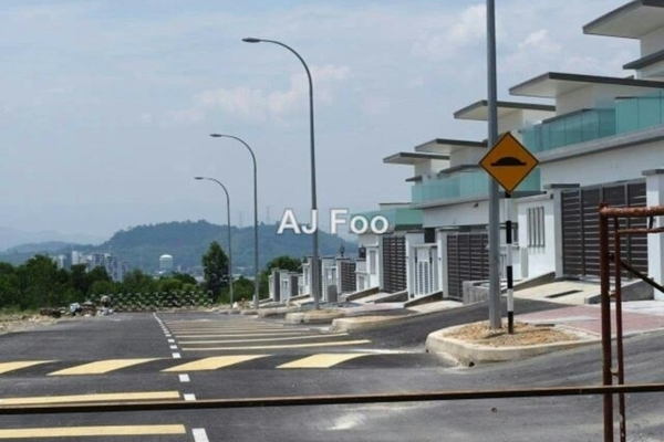 For Sale Land at Taman Bukit Serdang, Seri Kembangan Freehold Unfurnished 0R/0B 864k