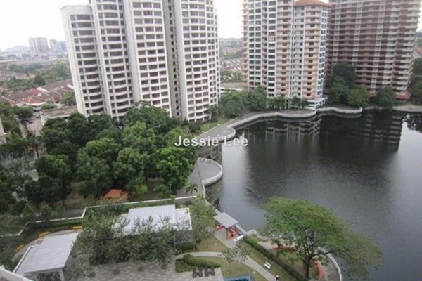 For Sale Condominium at Laman Baiduri, Subang Jaya Leasehold Semi Furnished 3R/2B 738k