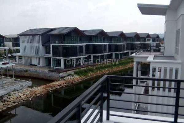 For Sale Bungalow at Senibong Cove, Bandar Baru Permas Jaya Leasehold Unfurnished 8R/7B 3.6m