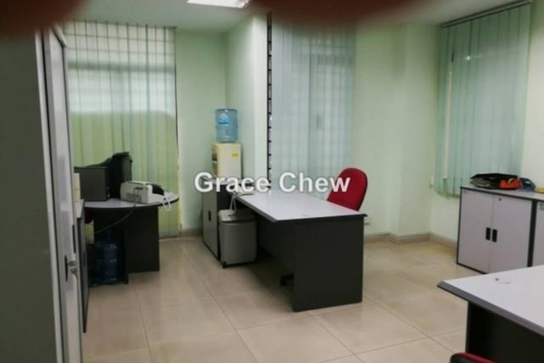 For Rent Office at Taman Molek, Johor Bahru  Unfurnished 0R/0B 600translationmissing:en.pricing.unit