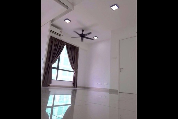 For Rent SoHo/Studio at Paramount Utropolis, Glenmarie Freehold Semi Furnished 0R/1B 1.4k