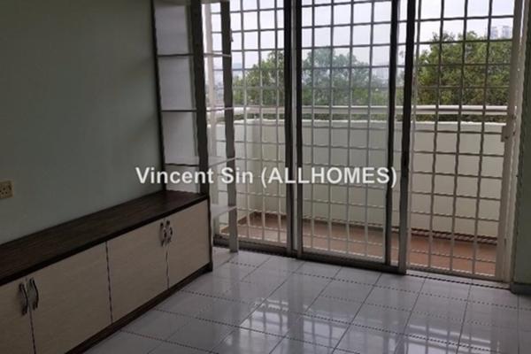 For Sale Apartment at Sri Teratai Apartment, Bandar Kinrara Freehold Semi Furnished 3R/2B 300k