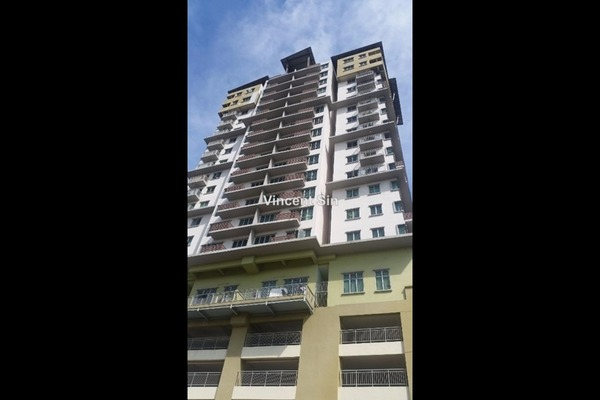 For Sale Condominium at e-Tiara, Subang Jaya Freehold Unfurnished 2R/2B 458k