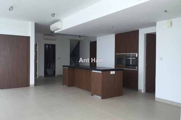 For Sale Serviced Residence at AraGreens Residences, Ara Damansara Freehold Semi Furnished 5R/5B 2.7m