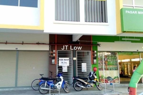 For Rent Shop at Taman Bendahara, Kuala Selangor Freehold Unfurnished 0R/0B 2.5k