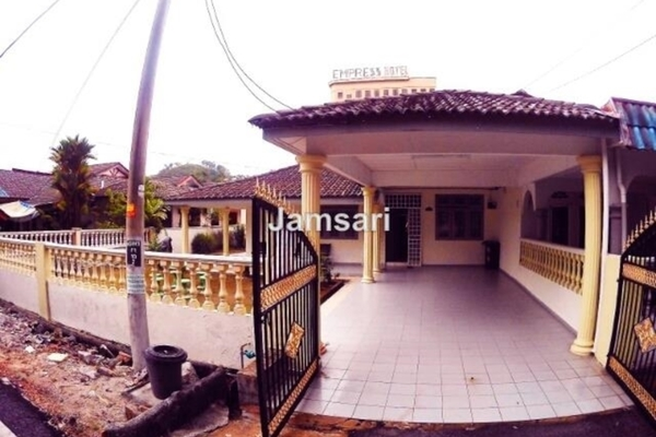 For Sale Semi-Detached at Taman Selasih, Bandar Baru Salak Tinggi Leasehold Semi Furnished 3R/2B 590k